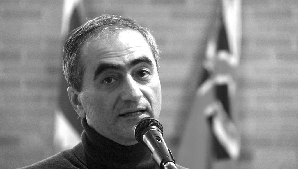 دکتر مهرداد وهابی در جلسه کانون کتاب تورنتو: «صنعت نفت ایران باید دوباره ملی شود»!
