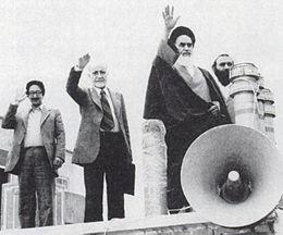 چند فرضیه دربارۀ خاستگاه انقلاب ایران – بقلم علیرضا مناف زاده